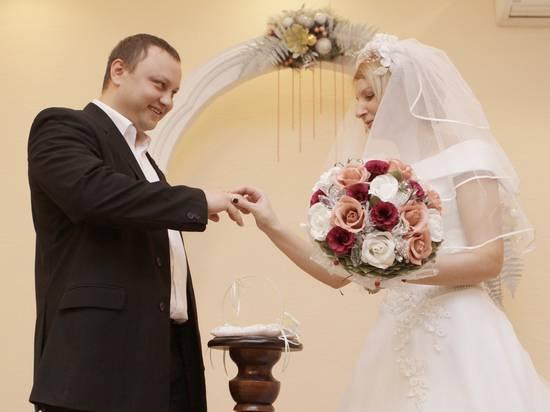 Минюст предложил приостановить заключение и расторжение браков