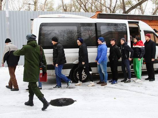 Военкоматы обратились к призывникам столицы и Подмосковья