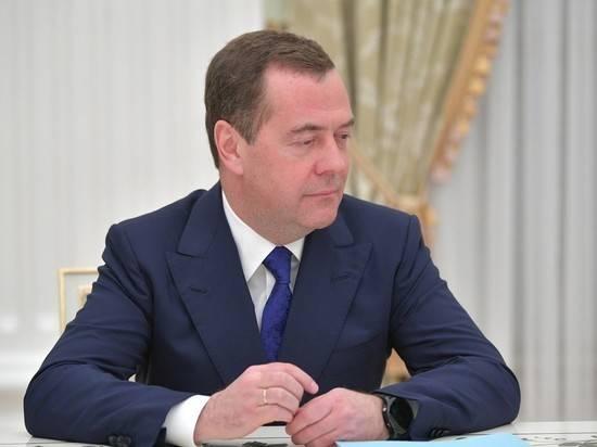 Путин включил Медведева в набсовет Роскосмоса