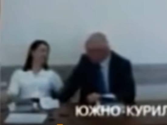 Пикантное видео мэра Южно-Курильска с подчиненной попало в Сеть