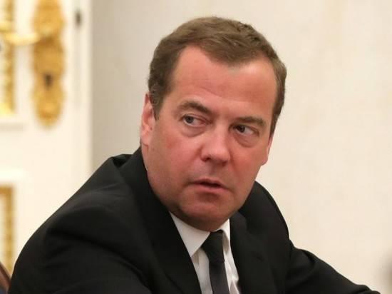"""Медведев призвал готовиться к любой ситуации с коронавирусом: """"Мы взрослые люди..."""""""