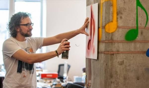 «Умная краска» превратит подлокотник вашего дивана в пульт управления