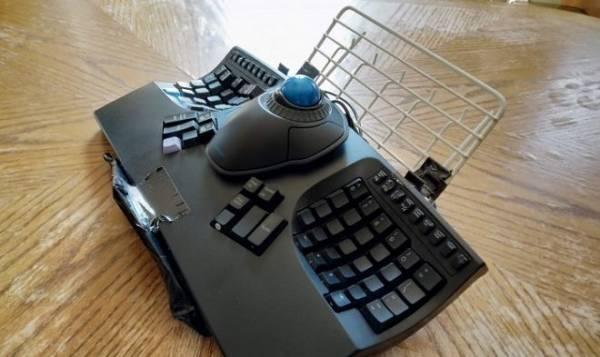 Маленькая эргономичная консоль заменит писателям ноутбук