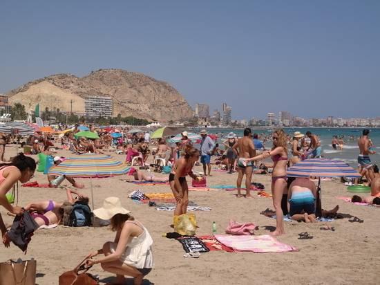 Стало известно, когда Испания начнет принимать иностранных туристов