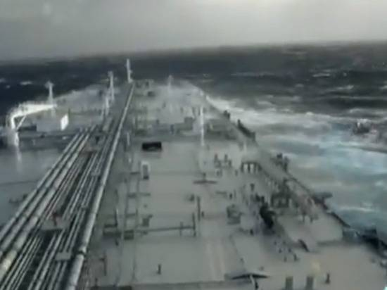 Президент Ирана пообещал США проблемы, если будут угрожать танкерам