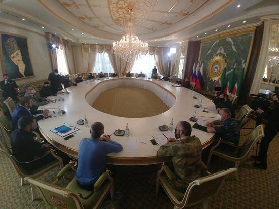 Кадыров сообщил, что лично заслушал доклады подчиненных на совещании