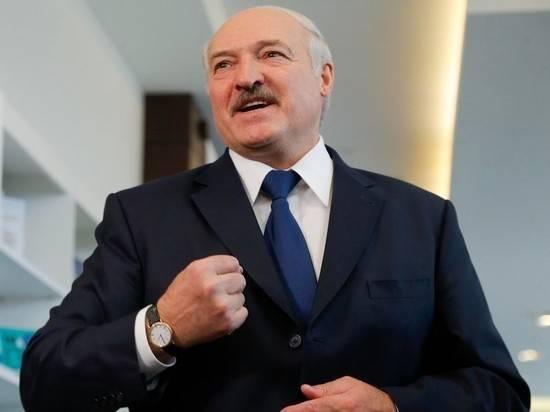 """Лукашенко: Белоруссии не пришлось """"деньги с вертолета разбрасывать"""""""