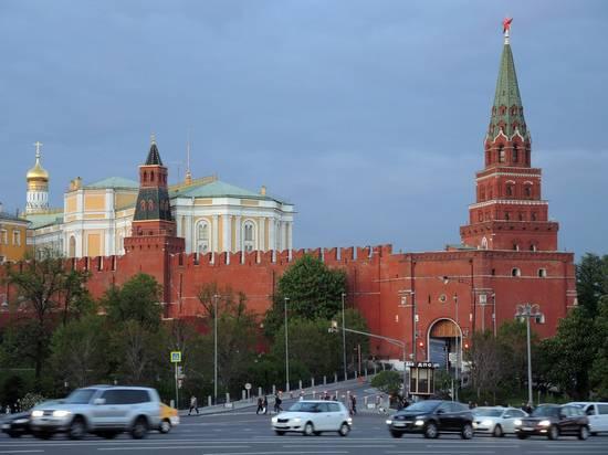 Кремль назвал примерный срок снятия ограничений в Москве