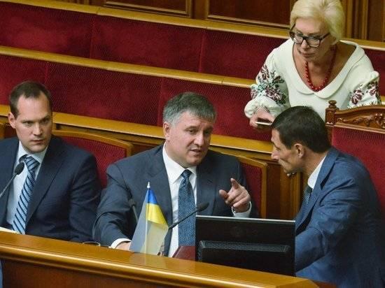Депутаты Рады собирают подписи за отставку главы МВД Украины