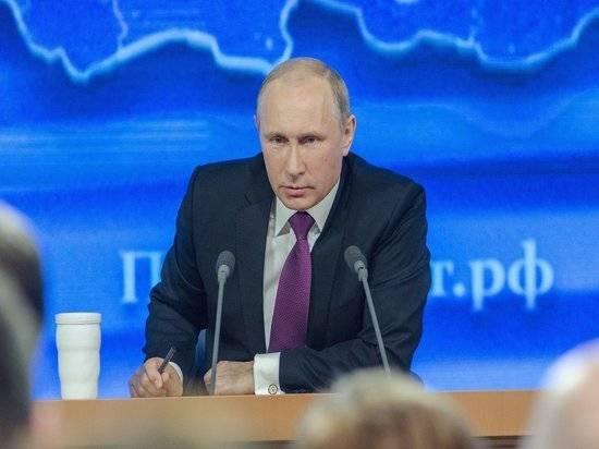 Путин уволил четырех генералов из СКР и МВД