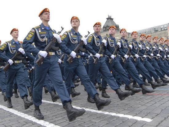 Ветеранов привезут на Парад на спецтранспорте и рассадят через 2 кресла