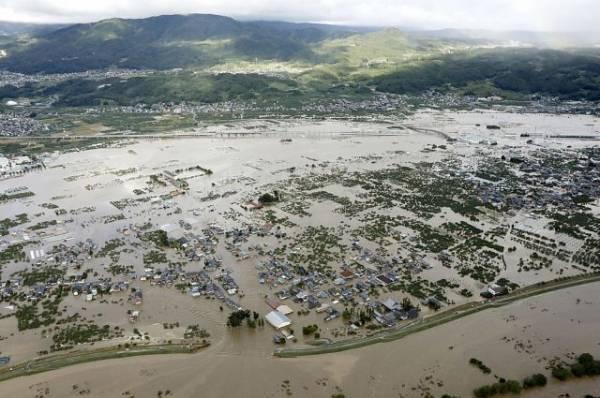 На юго-западе Японии люди просят о помощи в Twitter