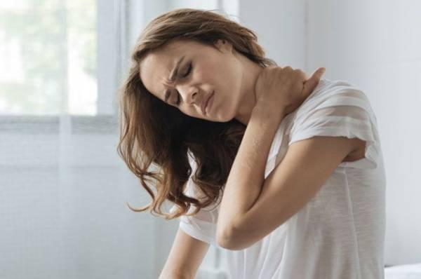 Недоброе утро. 7 причин, из-за которых после сна болят шея и спина