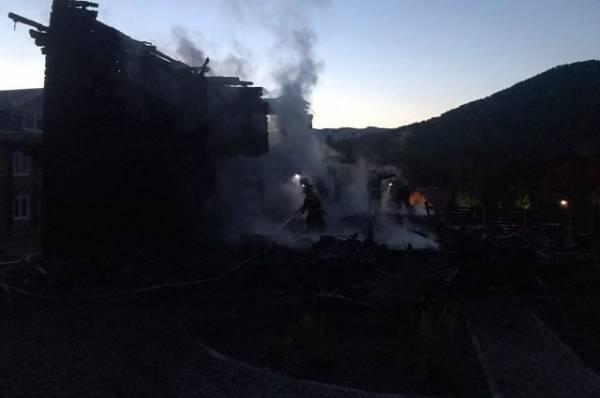 На турбазае Алтайского края в результате пожара пострадали два человека
