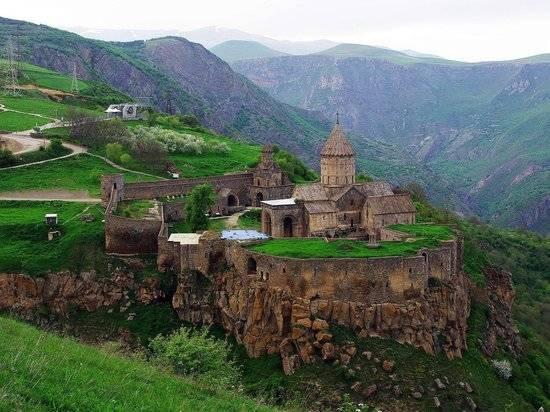 Глава МИД Армении уличил Украину в закомплексованности