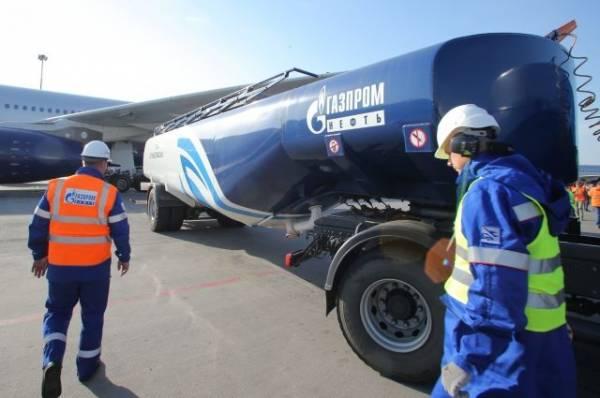 В Шереметьево машина заправки столкнулась с самолетом