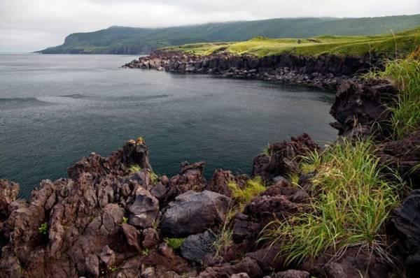 Сотрудники МЧС спасли семерых рыбаков у острова Итуруп