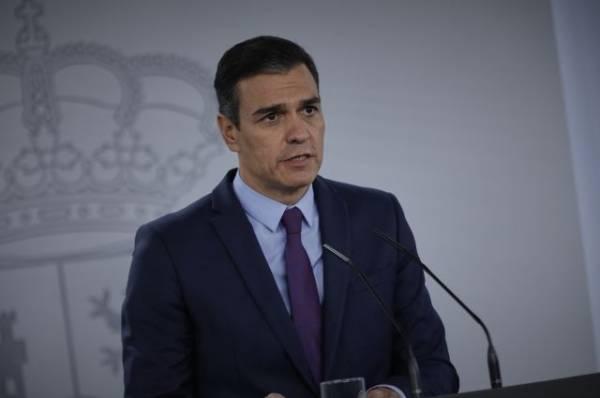 Кабмин Испании заявил об уважении решения экс-короля покинуть страну