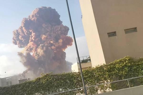В результате взрыва в Бейруте рухнули несколько зданий
