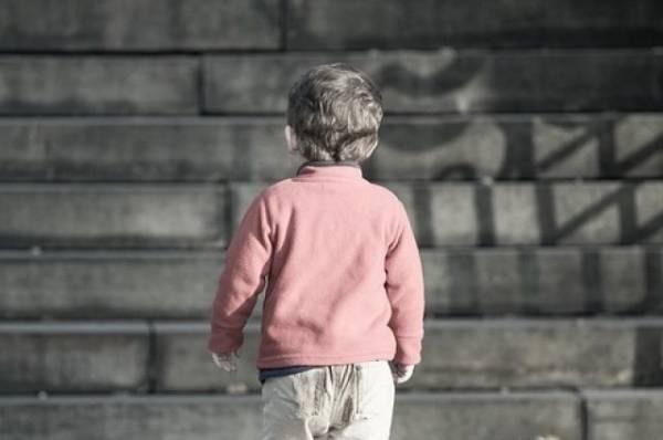В Москве на улице нашли оставленную коляску с ребенком
