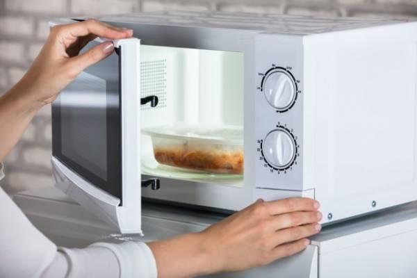 Становится ли еда вредной, если её готовить в микроволновке?