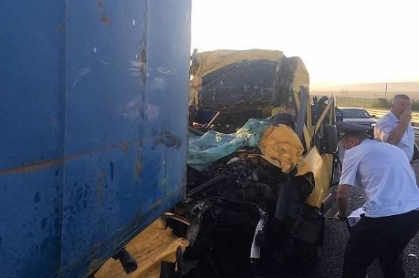 Фура столкнулась с пассажирским автобусом в Тамбове