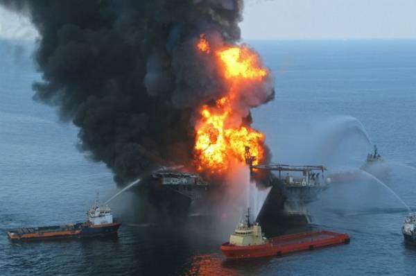 В океан у Маврикия вылилось около одной тысячи тонн нефтепродуктов