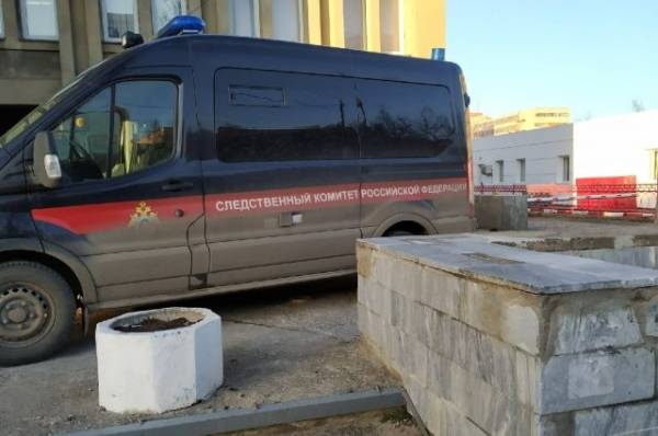 В Саратове за торговым комплексом нашли тело школьника