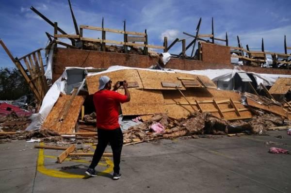 Ураган «Лаура», обрушившийся на Техас, ослаб до тропического шторма