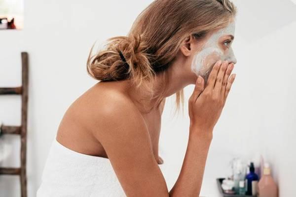 Как приготовить маску для кожи вокруг глаз из огурца и петрушки?
