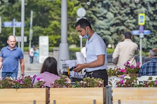Больше тестов и конец отпусков. В Москве пояснили рост числа COVID-19