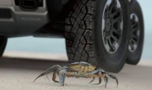 Электрический Hummer сможет ездить в «режиме краба»