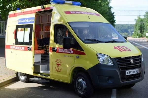 В Москве машина скорой помощи опрокинулась при ДТП