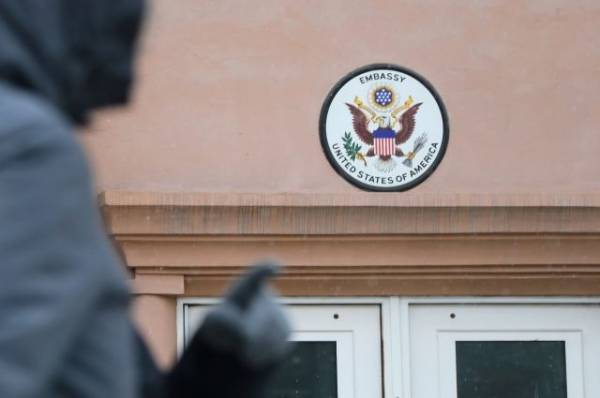 В забор резиденции посла США в Москве въехал автомобиль