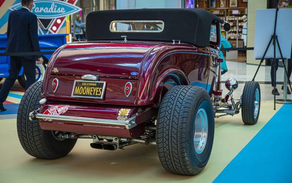 Бэтмобиль и другие прикольные машины (17 фото с выставки)
