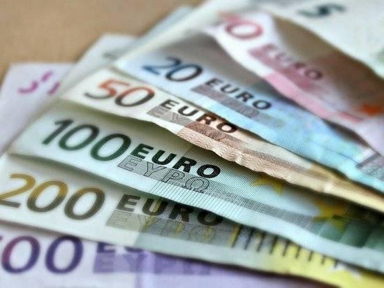 Россияне ринулись покупать валюту: вторая волна пандемии грозит обвалом рубля