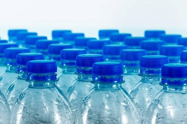 Опасно ли пить воду из пластиковых бутылок?