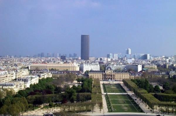 В Париже задержали мужчину, пытавшегося забраться на небоскреб Монпарнас