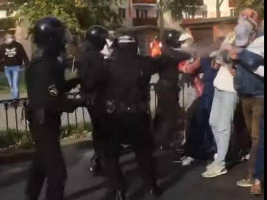 В Бресте силовики распылили газ в лицо протестующим