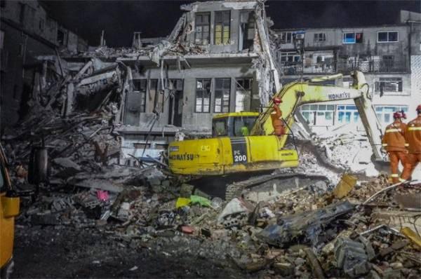 В Индии при обрушении жилого дома погибли восемь человек