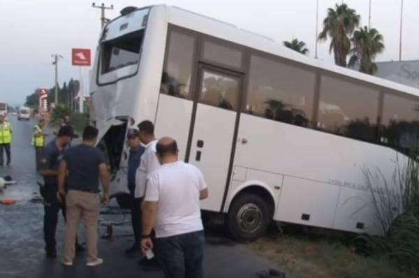 В Турции микроавтобус насмерть сбил россиянку