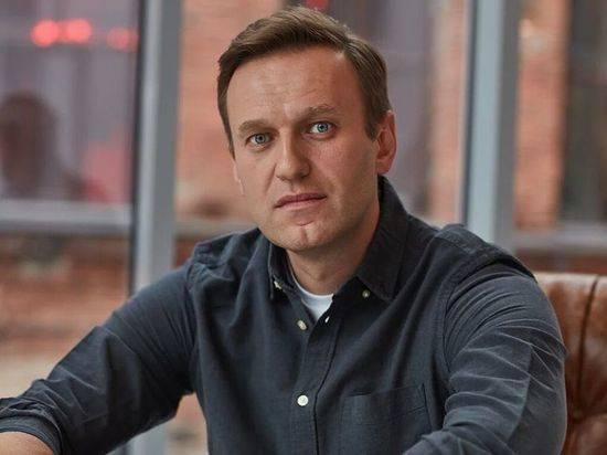 Навальный потребовал вернуть снятую с него в Омске одежду