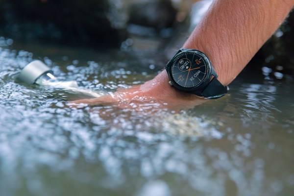 В продажу на территории России поступили смарт-часы ASUS VivoWatch SP