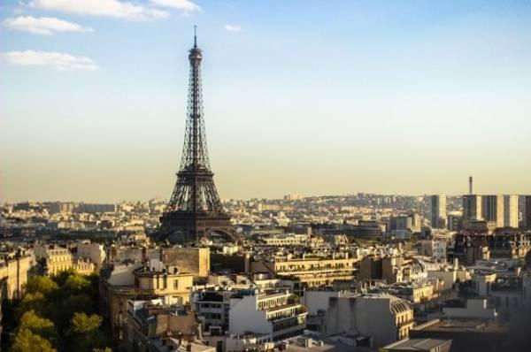В Париже прошла эвакуация посетителей Эйфелевой башни из-за угрозы взрыва