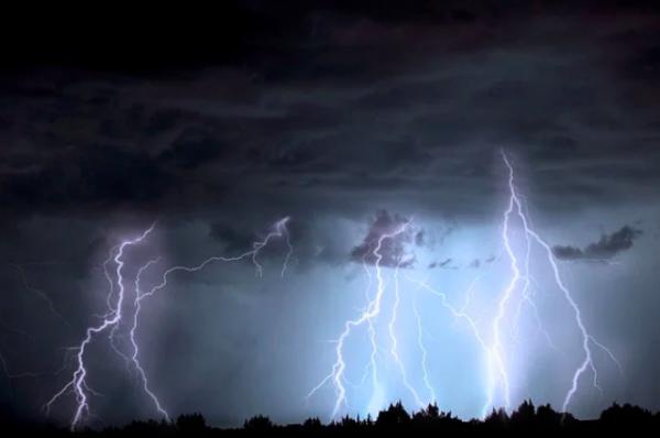 В Швейцарии 14 подростков пострадали из-за удара молнии