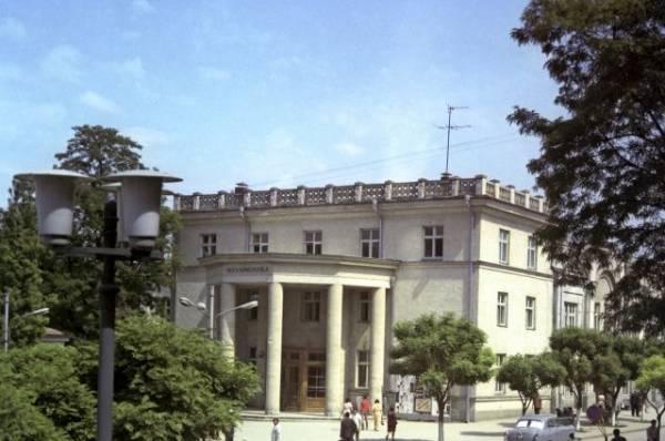 В Кишиневе разрушается горящее старинное здание филармонии
