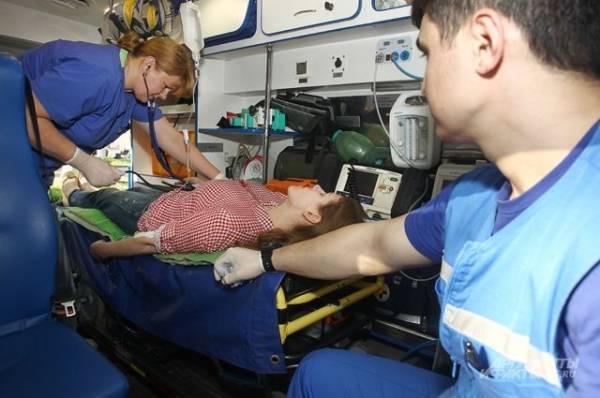 В Новосибирске фельдшер скорой пострадала во время аварии с грузовиком