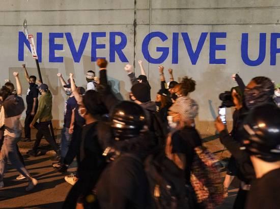 Беспорядки в США: «Хранители присяги» остановили Black Lives Matter