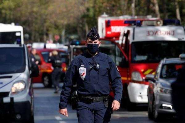 В Париже у бывшего здания Charlie Hebdo ранили нескольких человек