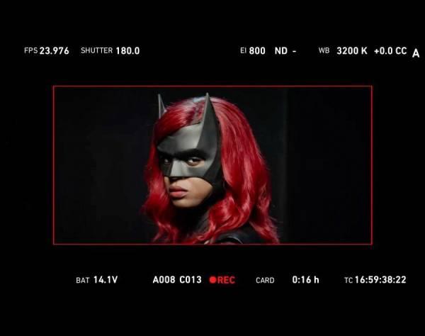 Темная воительница: Первое фото Хавичии Лесли в костюме Бэтвумен